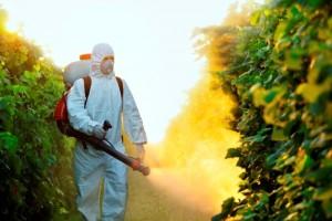 worker_pesticide-300x200