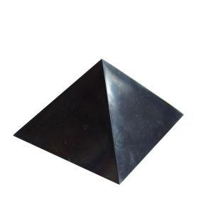 shungite_polished_pyramid2